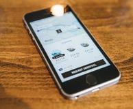 Apple Iphone Smartphone e uber app con il uberpool Fotografia Stock