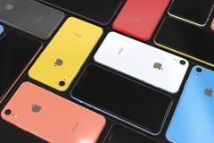 Apple-iPhone XR alle Farben, Mosaikanordnung, leerer Bildschirm