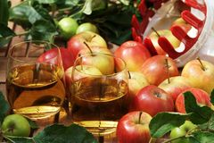 Apple juice and apples Stock Photos