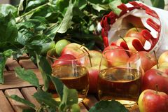 Apple juice and apples Royalty Free Stock Photos
