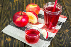 Apple juice from fresh ripe apples Royalty Free Stock Photos