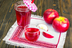 Apple juice from fresh ripe apples Royalty Free Stock Photography