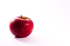 Apple juteux rouge lumineux portent des fruits dos de blanc d'isolement par nourriture fraîche de régime Images stock