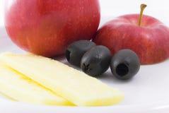 Apple-Käse und Oliven-Imbiß Stockfoto