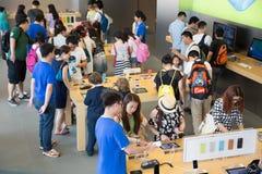Apple kaufen in Hong Kong Lizenzfreies Stockfoto