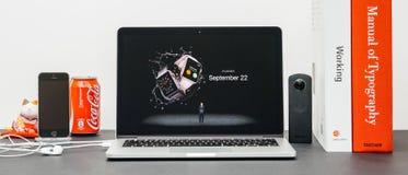 Apple Keynote mit Verfügbarkeit, um Apple zu bestellen aufpassen Lizenzfreie Stockfotos