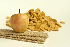 Apple, knäckebröd och cornflakes Royaltyfria Foton