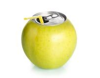 Apple konserwuje sok z słomą, pojęcie. Obrazy Stock