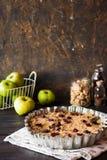 Apple-kruimeltaart met droge Amerikaanse veenbessen Royalty-vrije Stock Foto