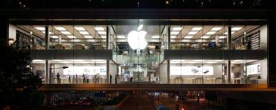 Apple lager i Hong Kong på natten Arkivbild