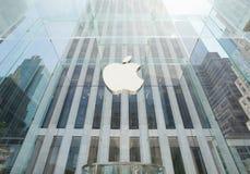 Apple lager i Manhattan, NYC Royaltyfria Foton