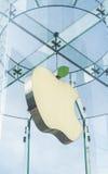 Apple lagerlogo som ändrar färgen till gräsplan Royaltyfri Foto