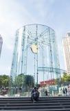 Apple lagerlogo som ändrar färgen till gräsplan Royaltyfria Bilder