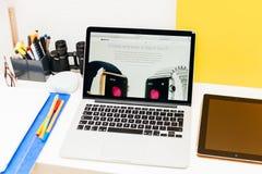 Apple lance la montre d'Apple, la rétine de MacBook et la recherche médicale Image libre de droits