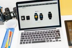 Apple lance la montre d'Apple, la rétine de MacBook et la recherche médicale Photographie stock