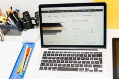 Apple lance la montre d'Apple, la rétine de MacBook et la recherche médicale Image stock