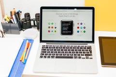 Apple lance la montre d'Apple, la rétine de MacBook et la recherche médicale Images libres de droits