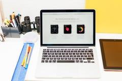 Apple lance la montre d'Apple, la rétine de MacBook et la recherche médicale Photo stock