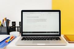 Apple lanserar den Apple klockan, den MacBook näthinnan och medicinsk forskning Arkivfoto