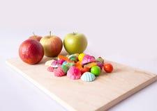 Apple, laranja e doces Foto de Stock Royalty Free