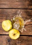 Apple-Likeur in een glas stock foto