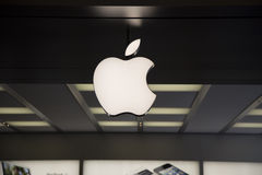 Apple logo på det Apple lagret Shenzhen Royaltyfria Foton