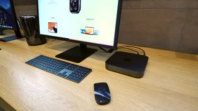 Apple Mac Mini y objeto del héroe de la exhibición de LG 5k metrajes