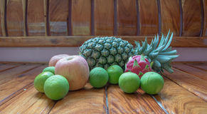 Apple, mangent et portent des fruits Images stock