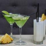 Apple martini και κοκτέιλ colada pina Στοκ εικόνα με δικαίωμα ελεύθερης χρήσης