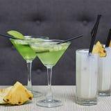 Apple martini και κοκτέιλ colada pina Στοκ εικόνες με δικαίωμα ελεύθερης χρήσης
