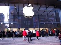 Apple memorizza con il logo a Schang-Hai Fotografia Stock