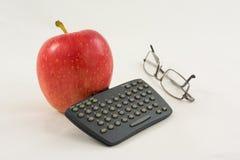 Apple met een minitoetsenbord en glazen Royalty-vrije Stock Afbeeldingen
