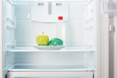 Apple met het meten van band op plaat met fles water Royalty-vrije Stock Foto