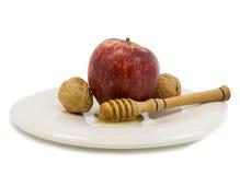 Apple, miel y nueces aislados en blanco Imágenes de archivo libres de regalías