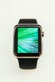 Apple mira comienzo el vender por todo el mundo - del primer smartwatch del App Foto de archivo