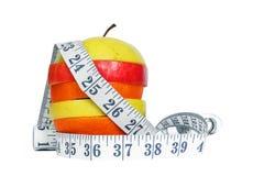 Apple mischen mit dem messenden Band, das auf Weiß lokalisiert wird Lizenzfreies Stockbild