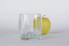 Apple mit Glas Stockfoto
