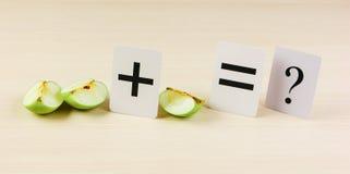 Apple mit mathematischen Problemen Stockbilder