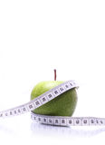 Apple mit messendem Band Stockbild