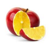 Apple mit Zitrone nach innen auf Weiß lizenzfreies stockbild