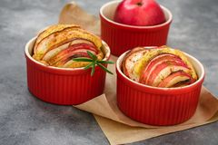 Apple-muffins, minipastei royalty-vrije stock fotografie