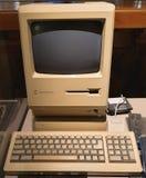 Apple, N.v. Macintosh plus Huiscomputer op vertoning royalty-vrije stock foto's