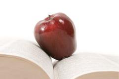 Apple na książce Zdjęcie Royalty Free