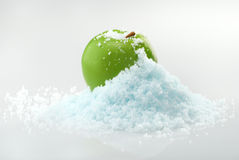 Apple na neve Fotografia de Stock Royalty Free