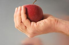 Apple na ręce Obrazy Stock