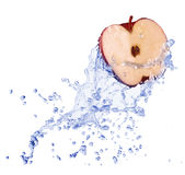 Apple nel flusso dell'acqua Fotografia Stock Libera da Diritti