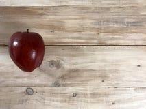 Apple nel fondo di legno Immagine della foto Fotografia Stock
