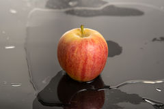 Apple nell'acqua Fotografia Stock Libera da Diritti