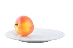 Apple no prato Imagens de Stock Royalty Free