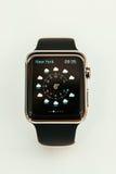 Apple observent des débuts se vendre dans le monde entier Images stock